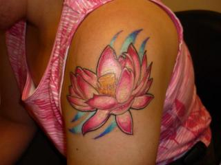 pink-lotus-flower-tattoo-on-shoulder